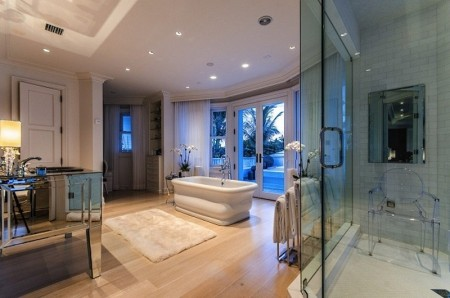 Celine-Dion-Mansion-master-bathroom-450x298 Palm Beach Mansion Homes Designs on john luges, la reverie, elin nordegren north, one story, jim clark, donald trump,